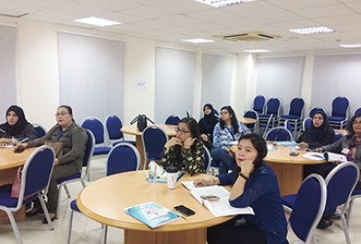 "Post-Foundation Department of English Language Center has conducted a Session on the Linkage of ""Effective Writing"" with ""Creative Writing"""